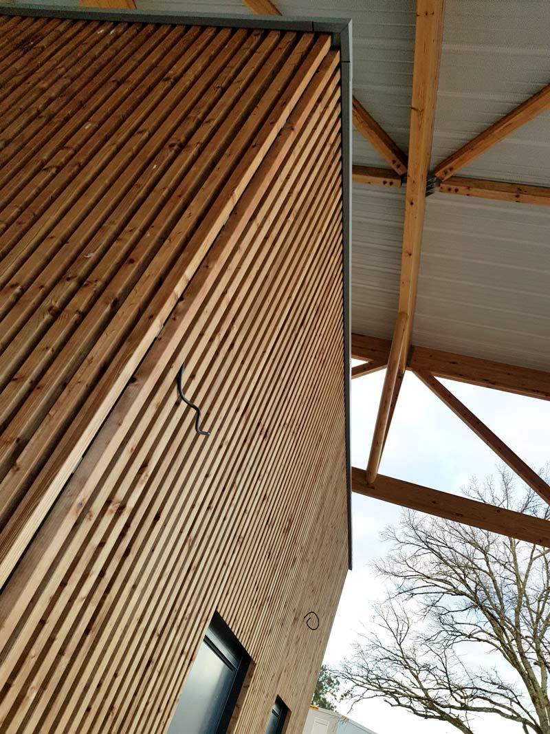 bardage-bois-vertical-installation